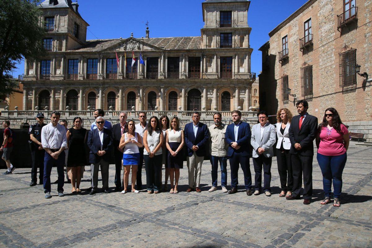 Milagros Tolón encabeza en Toledo la concentración en memoria de Miguel Ángel Blanco y todas las víctimas del terrorismo