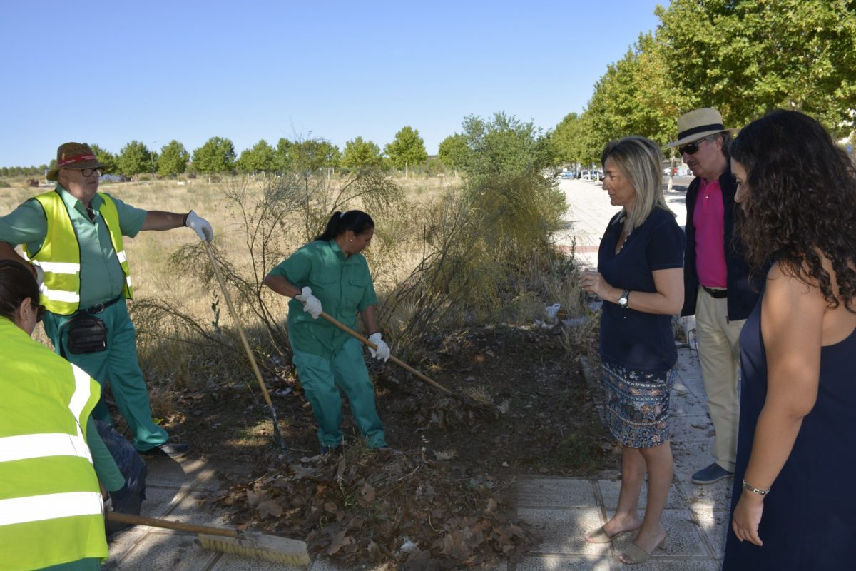 Milagros Tolón supervisa las actuaciones medioambientales que se están ejecutando en el barrio de Santa María de Benquerencia