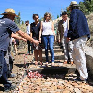 La alcaldesa visita las obras que realiza el Ayuntamiento para mejorar el acceso a los molinos de Santa Ana desde San Martín