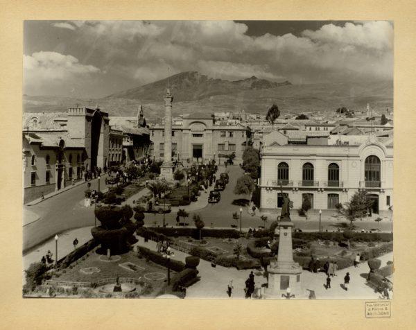 06 - Plaza del 6 de agosto y monumento a la libertad