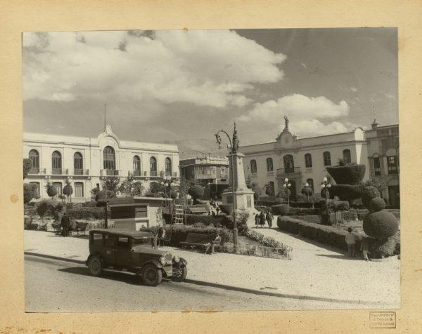 10 - Plaza del 10 de noviembre y monumento a la libertad