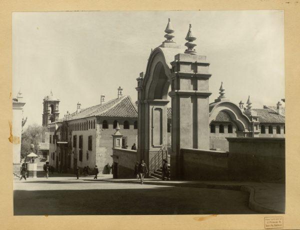 12 - Arcos de la plaza del 10 de noviembre