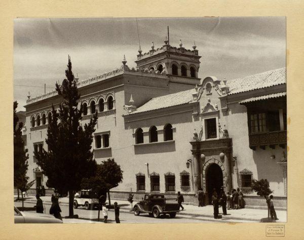 32 - Fachada de la Gobernación. Casa de Transacciones