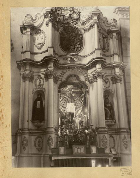 48 - Altar del Cristo de la Vera Cruz en la iglesia de San Francisco