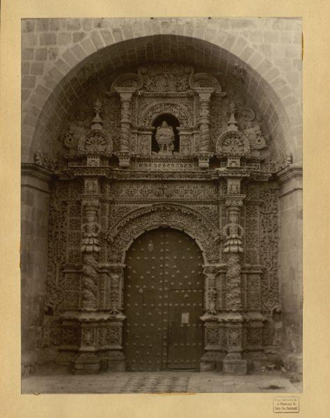 53 - Puerta de la iglesia de San Lorenzo