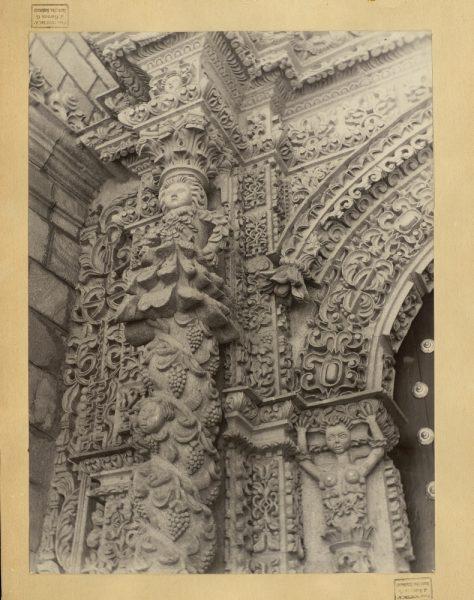 54 - Detalle de la puerta de la iglesia de San Lorenzo