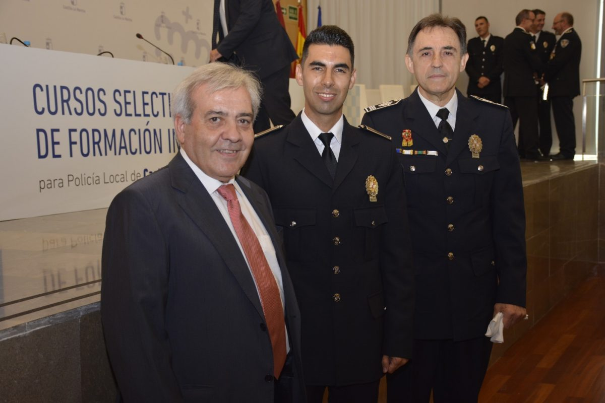 https://www.toledo.es/wp-content/uploads/2017/07/dsc4773-1200x800.jpg. Respaldo del Ayuntamiento a la Policía Local en la clausura de los Cursos Selectivos de Formación Inicial para agentes locales de Castilla-La Mancha