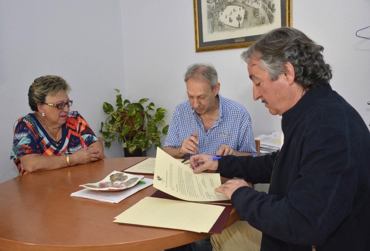 http://www.toledo.es/wp-content/uploads/2017/07/firma_convenio_juntaprocorpus-1-1200x815.jpg. El Ayuntamiento cede a la Junta Pro-Corpus un espacio en el Centro Cultural Cisneros para ubicar su sede