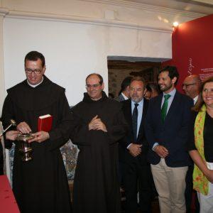 El Ayuntamiento, en la inauguración de la exposición de Santa Teresa de los Padres Carmelitas con motivo del 30 Aniversario