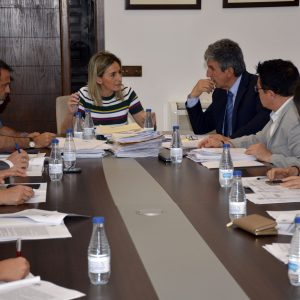 La alcaldesa preside la Junta de Gobierno Local que ha aprobado el pliego del nuevo servicio de la ORA