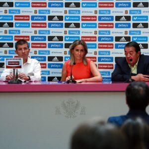 La alcaldesa presenta con Celades el partido amistoso sub-21 que enfrentará el día 1 a España e Italia en el Salto del Caballo