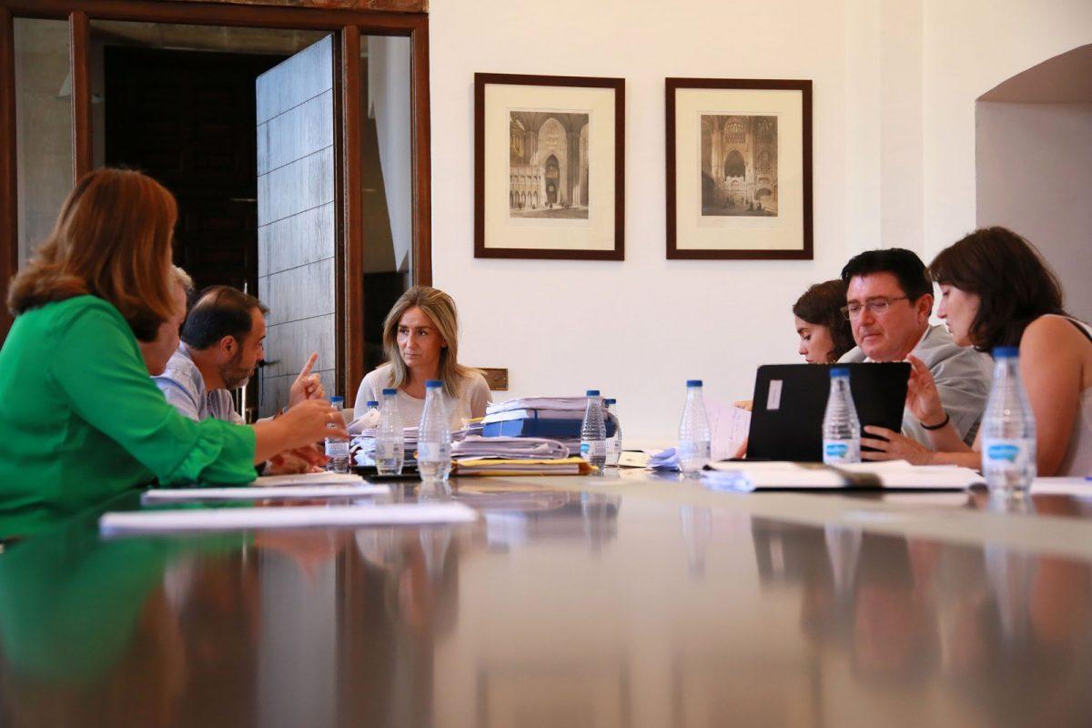 La Junta de Gobierno clasifica las ofertas para la reparación de las cubiertas de la Biblioteca de Santa María de Benquerencia