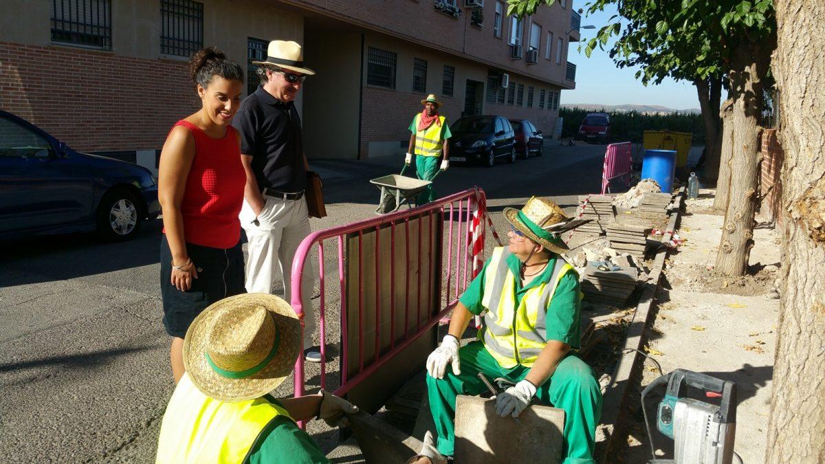 http://www.toledo.es/wp-content/uploads/2017/08/20170802_094526-1200x675.jpg. El Gobierno local supervisa los numerosos arreglos de albañilería que el Ayuntamiento acomete en Azucaica con el Plan del Empleo