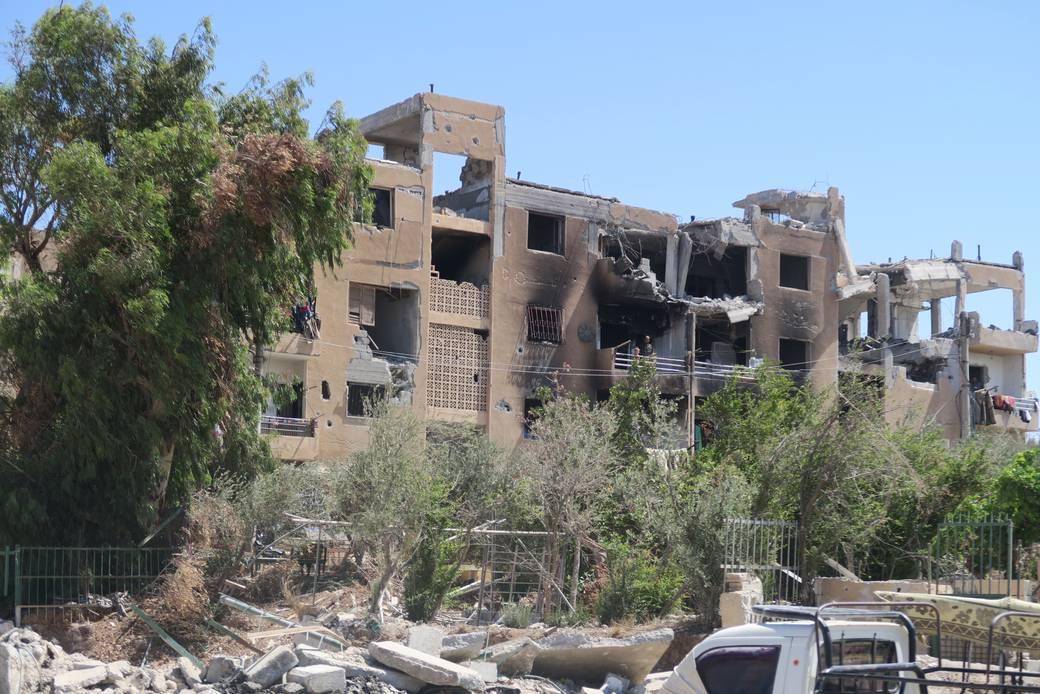 "http://www.toledo.es/wp-content/uploads/2017/08/csm_edificiodestruidoraqqa_siria_amnestyinternational_67a4e1090f.jpg. Siria: Civiles atrapados en un ""laberinto mortal"" cuando intentan huir de la batalla de Raqqa contra el Estado Islámico"