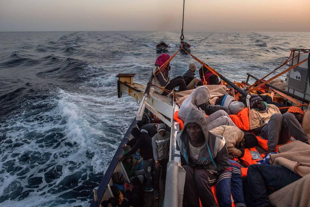 http://www.toledo.es/wp-content/uploads/2017/08/csm_libia_naufragio_buquesguerra_italia_01_09b35cd290.jpg. A un mes de que finalice el plazo España solo ha cumplido el 13% de sus compromisos de acogida de personas refugiadas