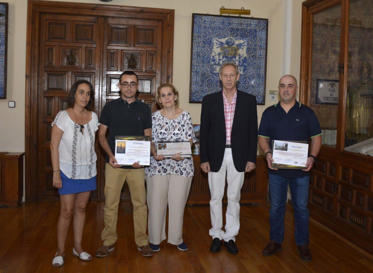 http://www.toledo.es/wp-content/uploads/2017/08/entrega_premios-1200x877.jpg. El Ayuntamiento entrega los premios del concurso de fotografía del 30 Aniversario de 'Toledo Ciudad Patrimonio Humanidad'