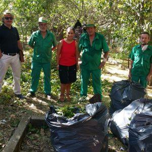 El Ayuntamiento desarrolla tareas de desbroce, limpieza y adecentamiento en Azucaica para la mejora del medio ambiente