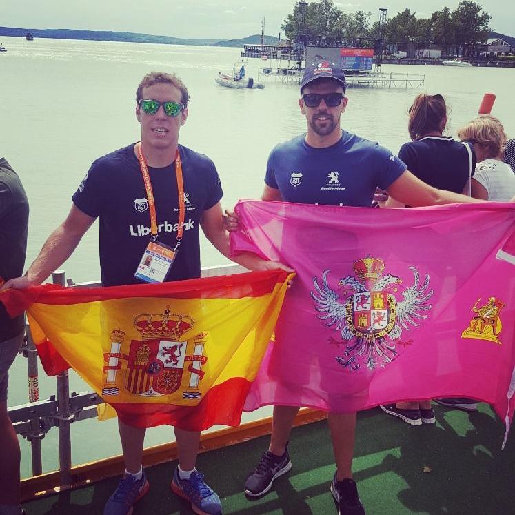 http://www.toledo.es/wp-content/uploads/2017/08/toledanos-ganan-.jpg. La alcaldesa felicita a Jaime Marqués y Javier Cáceres por su primer y noveno puesto en el Campeonato Mundial de Natación