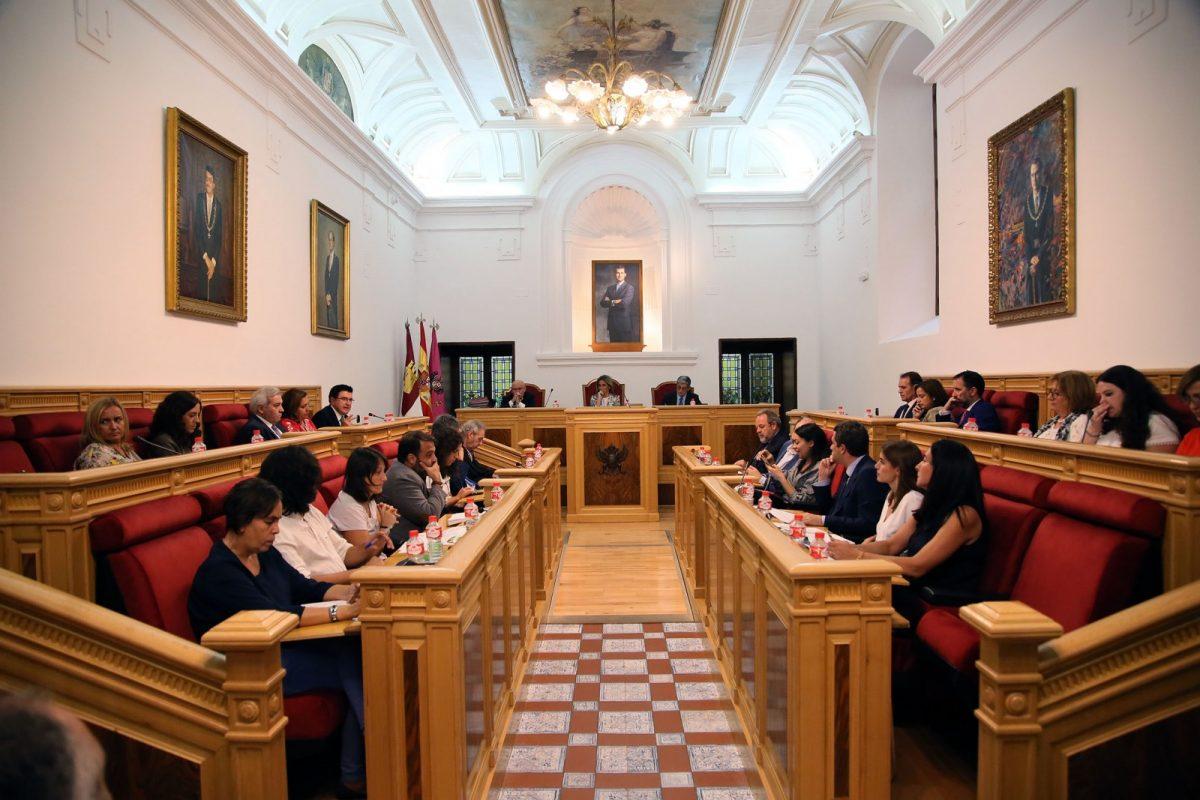 https://www.toledo.es/wp-content/uploads/2017/09/04_pleno_municipal-1200x800.jpg. La Corporación Municipal aprueba por unanimidad solicitar al Gobierno de España el tren de mercancías para Toledo