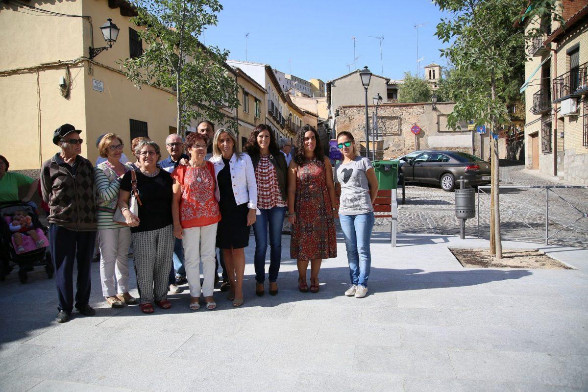 https://www.toledo.es/wp-content/uploads/2017/09/04_visita_antequeruela-1200x800.jpg. El arreglo de una plaza pública en La Antequeruela, ejemplo de la atención municipal a la mejora del entorno urbano