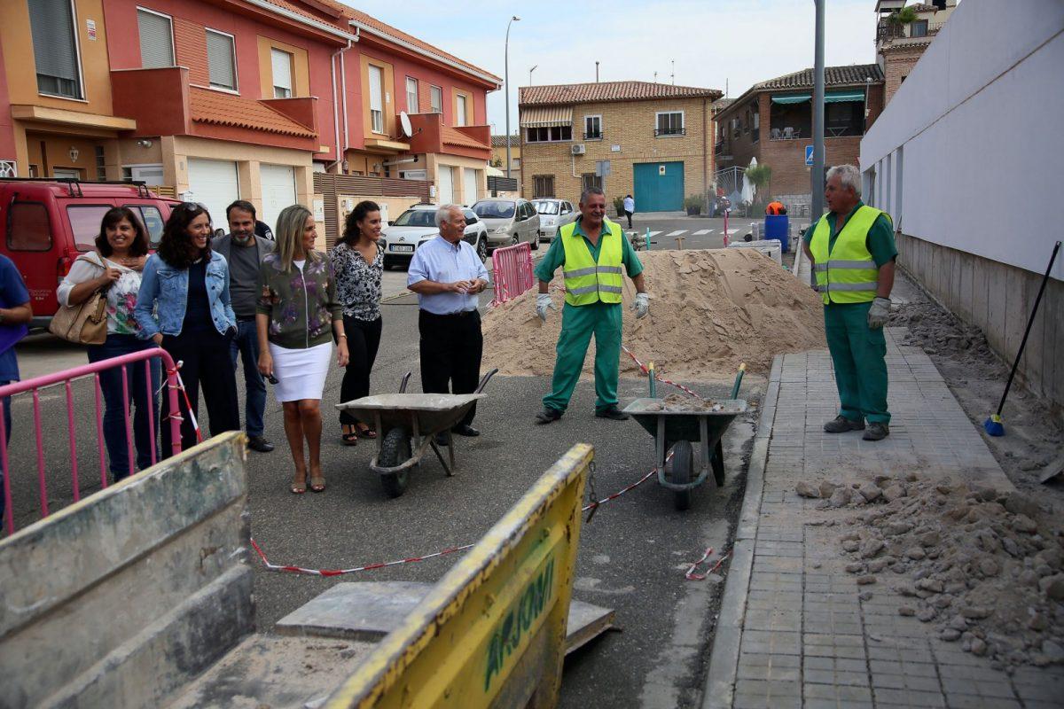 https://www.toledo.es/wp-content/uploads/2017/09/12_visita_obras_azucaica-1200x800.jpg. La alcaldesa solicitará una reunión con el ministro de Fomento para pedirle el tren de mercancías para Toledo