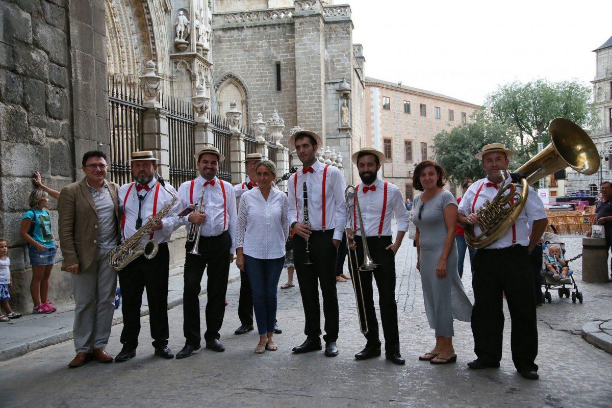 https://www.toledo.es/wp-content/uploads/2017/09/756a2924-1200x800.jpg. Comienza el programa musical del Festival de Jazz con el pasacalles de Johnny Brown & Dixie Messenger