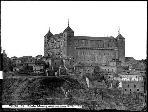 0029 - Fachadas del norte y mediodía del Alcázar