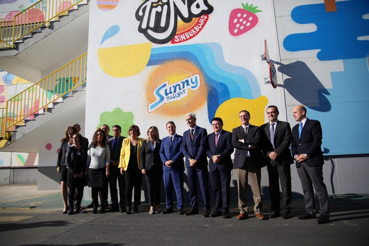 http://www.toledo.es/wp-content/uploads/2017/10/01_visita_schweppes-1200x800.jpg. El Gobierno local destaca el compromiso de Schweppes con Toledo y apuesta por seguir la mejora del Polígono industrial