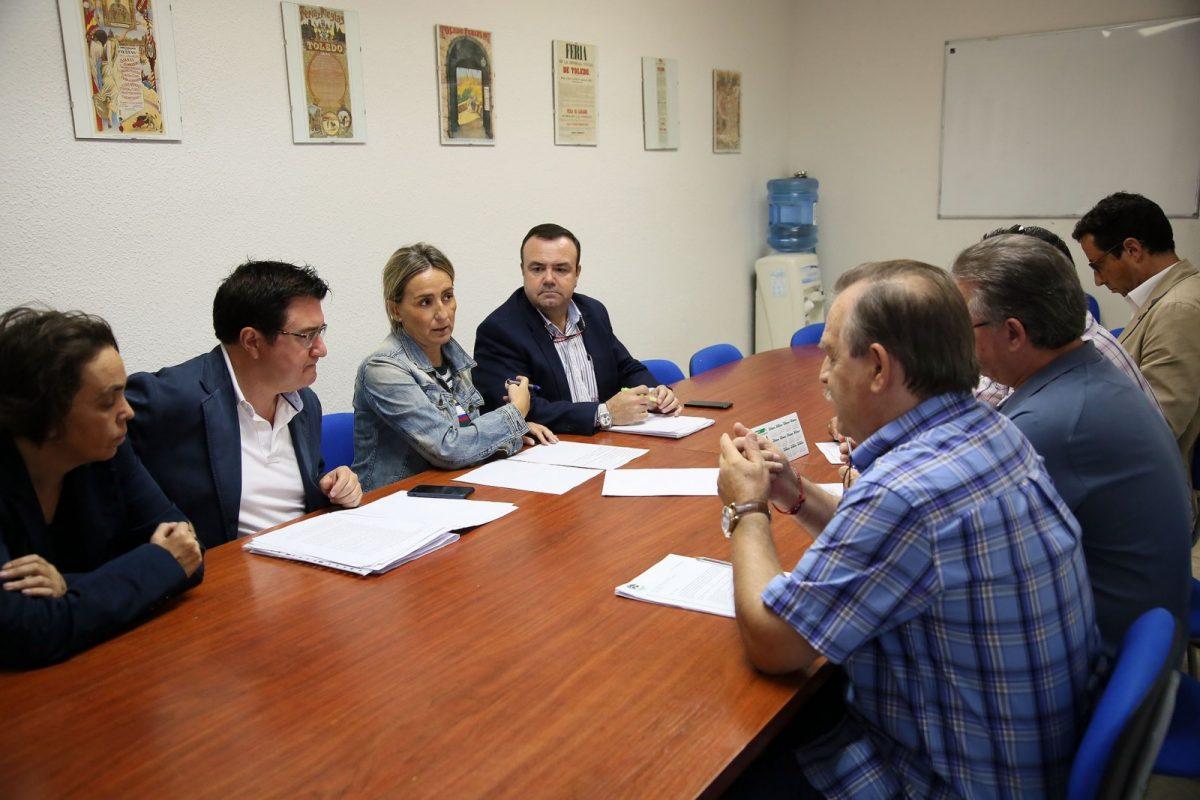 """La alcaldesa repasa con la asociación """"Alcántara"""" los proyectos municipales para Santa Bárbara y las necesidades de los vecinos"""