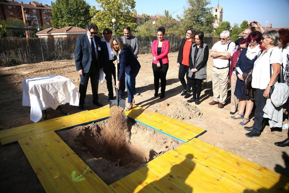 """Comienza en el Polígono la construcción de un centro """"para atender las necesidades de los mayores del siglo XXI"""""""