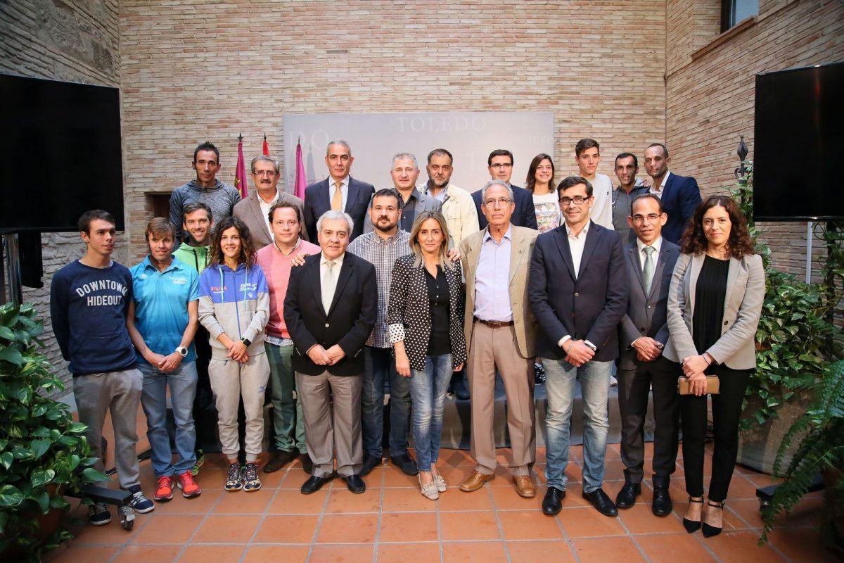 """http://www.toledo.es/wp-content/uploads/2017/10/06_vuelta_tajo-1200x800.jpg. La alcaldesa anima a participar en """"La Vuelta del Tajo"""", un acto """"deportivo, reivindicativo y de unidad en defensa de nuestro río"""""""