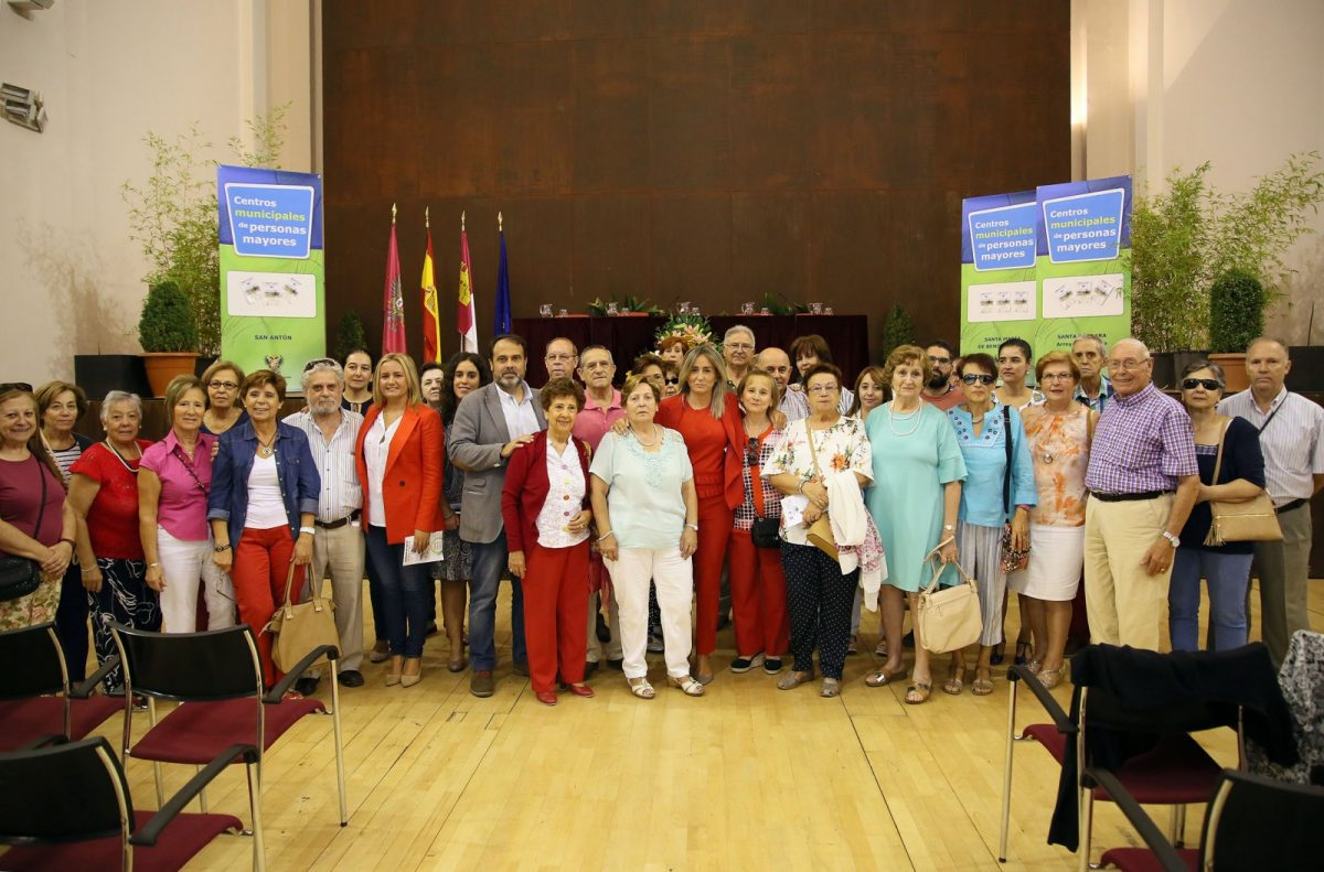 El equipo de Gobierno destaca la labor de los Centros de Mayores los 365 días del año en la inauguración de la IX Semana del Mayor
