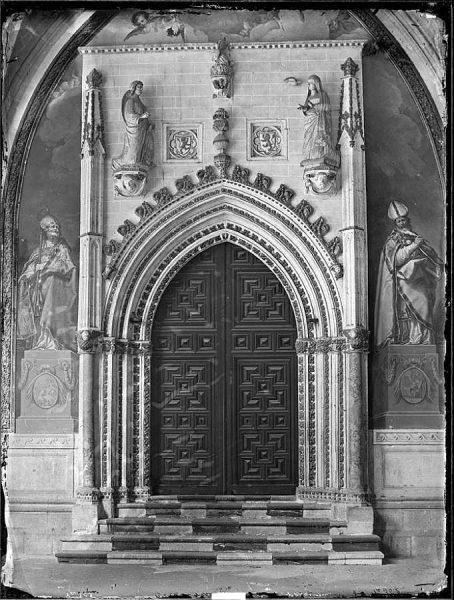 2247 - Catedral de Toledo_Puerta de San Blas, en el claustro_2