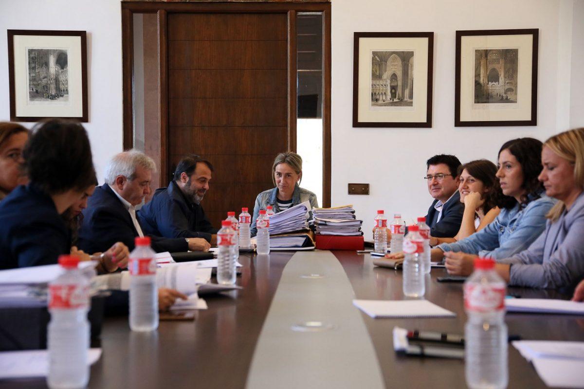 https://www.toledo.es/wp-content/uploads/2017/10/756a6808-1200x800.jpg. Adjudicado el nuevo contrato de Tren Turístico por 740.000 euros anuales