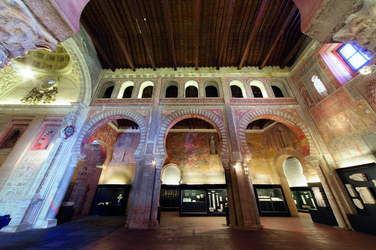 "http://www.toledo.es/wp-content/uploads/2017/10/cesar-sanz-iglesia-san-roman-1-1200x800.jpg. Ruta ""Cuna del Arte Hispanomusulmán y mudéjar"""