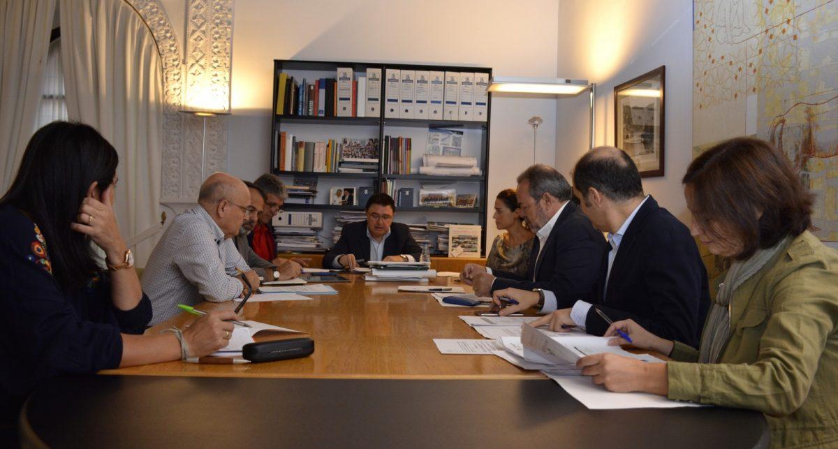 http://www.toledo.es/wp-content/uploads/2017/10/comision-urbanismo-01-1200x643.jpg. Se aprueba por unanimidad de los grupos municipales el PERI de la antigua fábrica de la espadería Bermejo y dos solares anexos