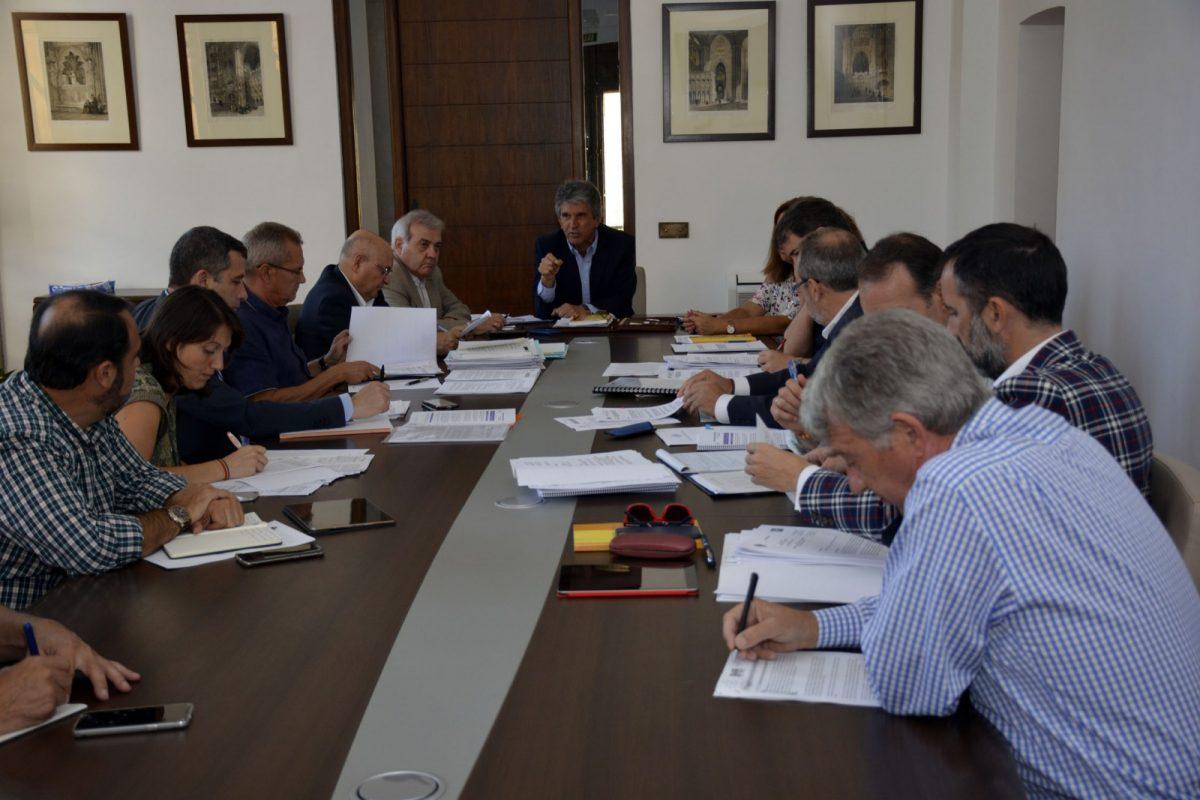 http://www.toledo.es/wp-content/uploads/2017/10/comision_hacienda-1200x800.jpg. El proyecto de Ordenanzas Fiscales sigue su tramitación en el Pleno tras su aprobación en la Comisión de Hacienda