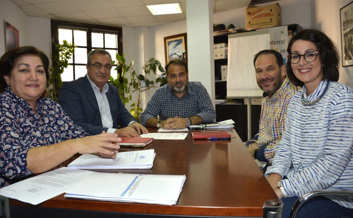 El Ayuntamiento renueva su convenio con Cruz Roja para la gestión del reparto de alimentos a las familias en exclusión social