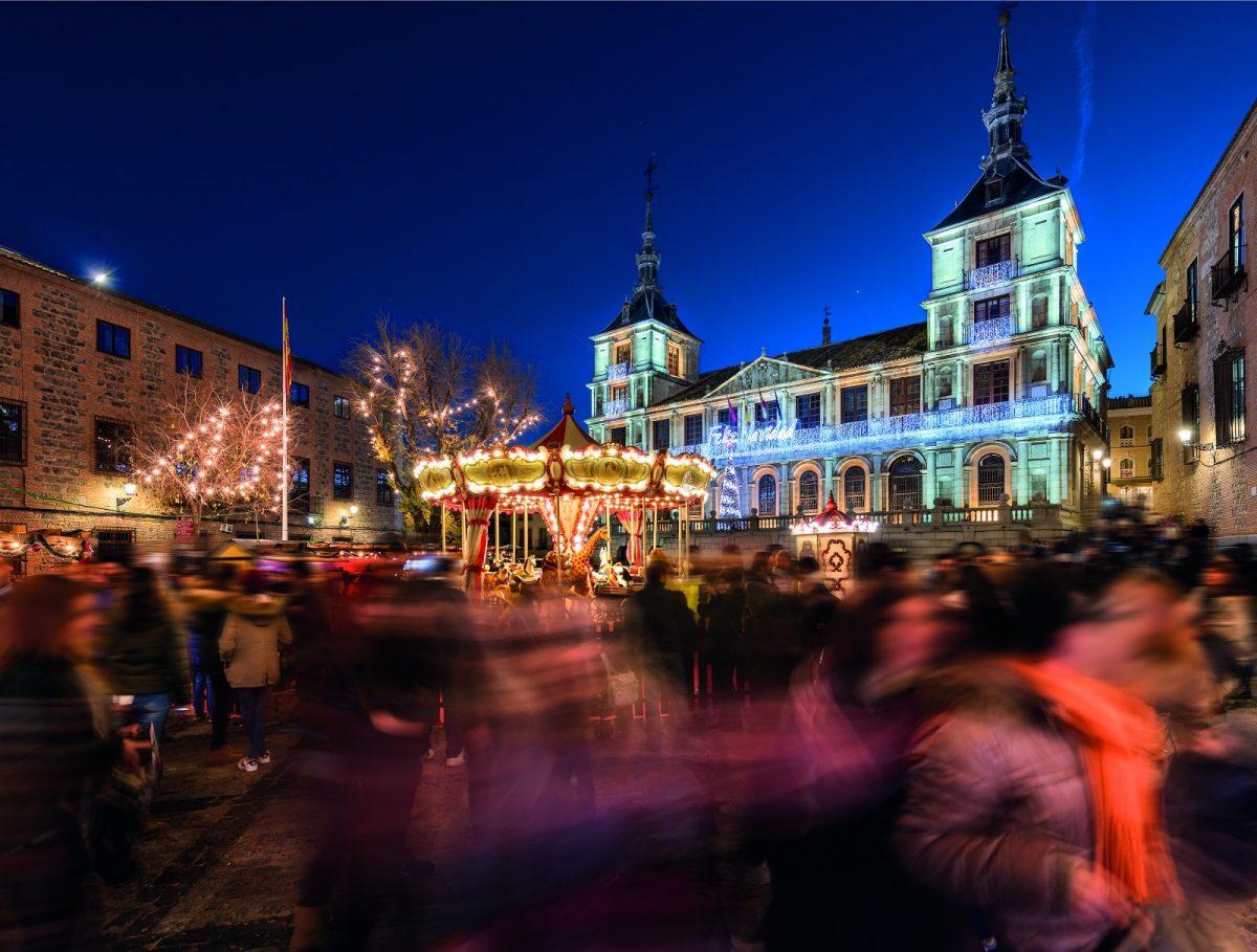 "http://www.toledo.es/wp-content/uploads/2017/10/david-blazquez-navidad-plaza-ayto-1200x909.jpg. Ruta ""Navidad Toledana y Belenes"""