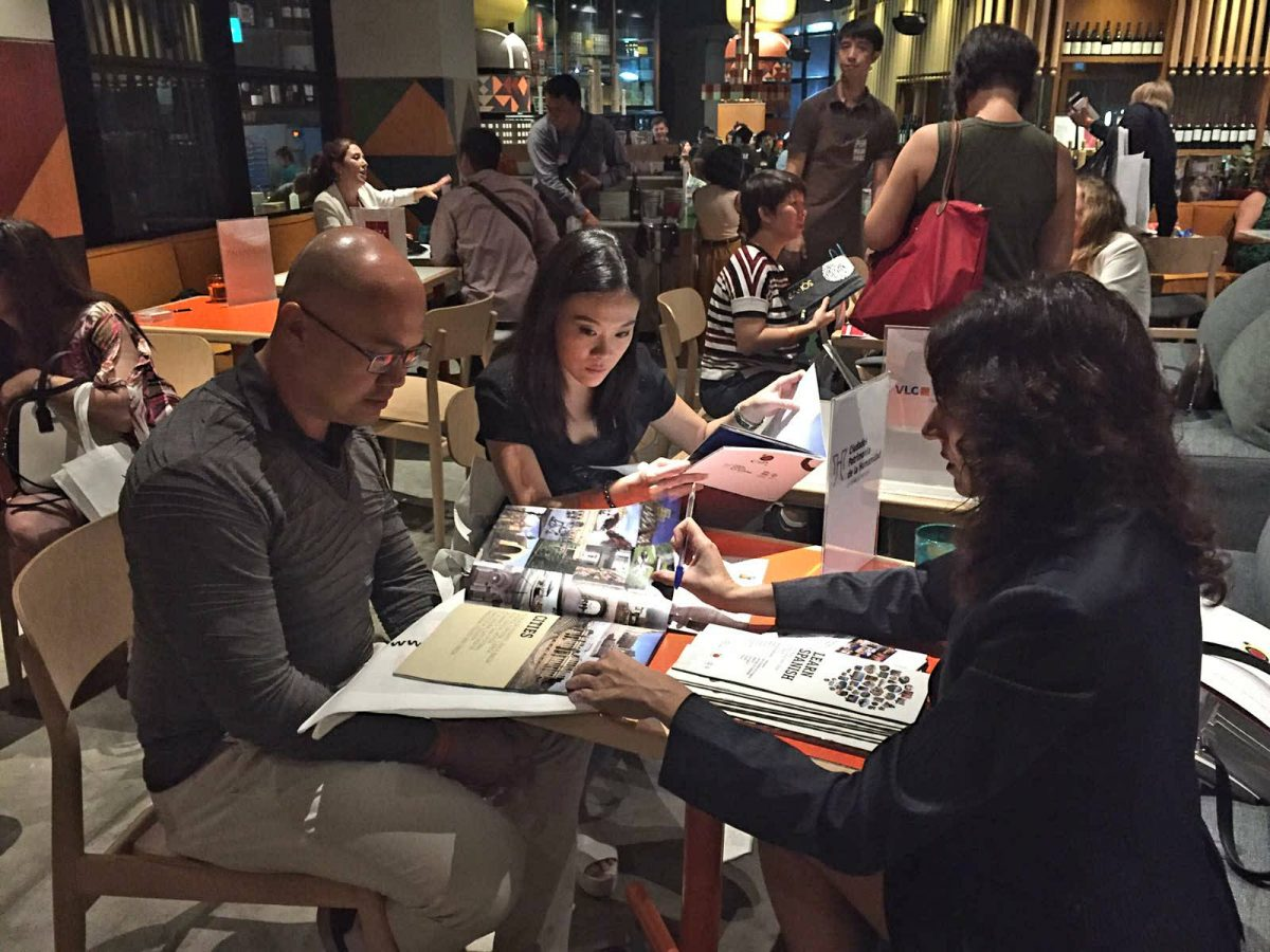 http://www.toledo.es/wp-content/uploads/2017/10/itb-asia-3-1200x900.jpg. Toledo se promociona con el Grupo Ciudades Patrimonio en los mercados asiáticos en la Feria de Turismo ITB Asia de Singapur
