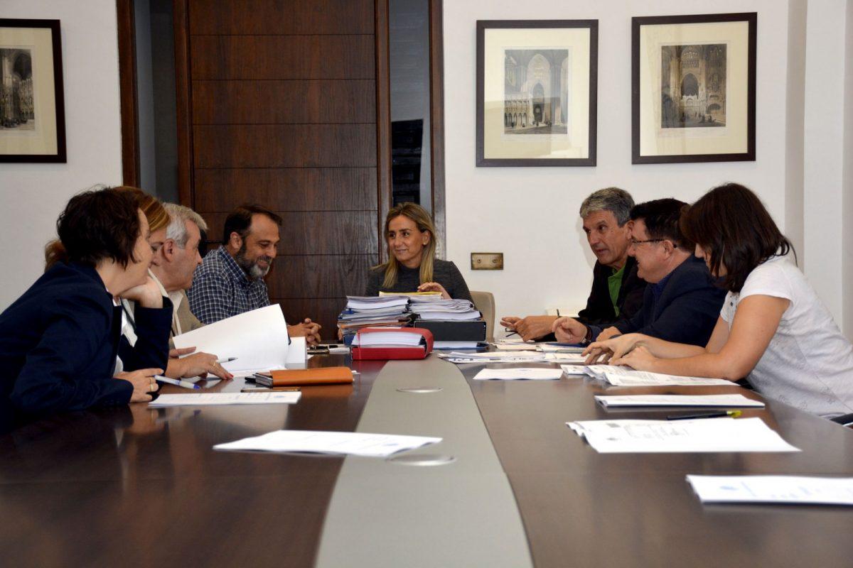 https://www.toledo.es/wp-content/uploads/2017/10/junta_gobierno1-1200x800.jpg. Aprobada la oferta de empleo público con cinco plazas para Bomberos, Policía Local y Servicios Técnicos