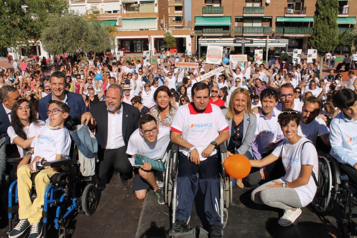 http://www.toledo.es/wp-content/uploads/2017/10/mayte-puig-2-dia-paralisis-cerebral-04102017-1200x800.jpg. Iluminación azul y naranja hoy, 4 de octubre, en la fachada del Ayuntamiento con motivo del Día Mundial de la Parálisis Cerebral