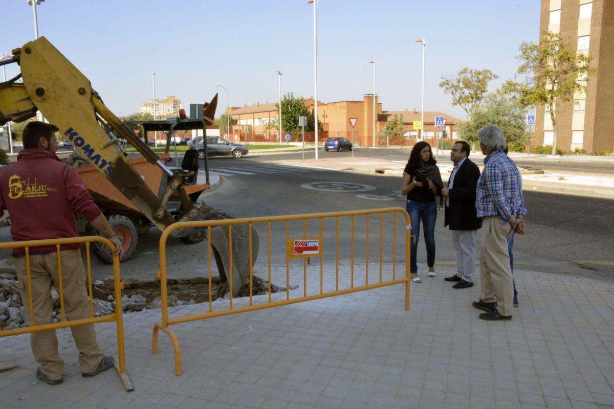 El Consistorio ultima el rebaje de catorce pasos de peatones en las calles Río Boladiez y Laguna de Arcas del Polígono residencial