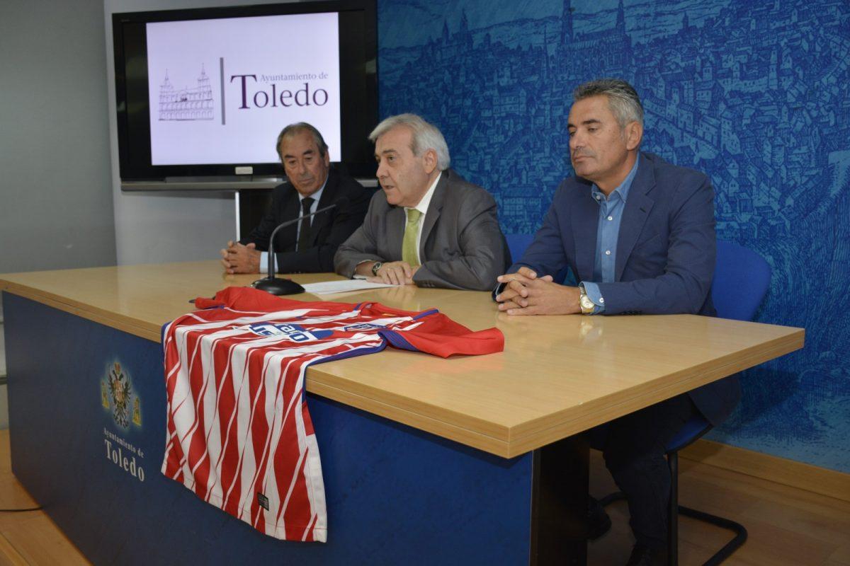 http://www.toledo.es/wp-content/uploads/2017/10/perez-del-pino_escuela-futbol-1200x800.jpg. El Ayuntamiento promueve los valores deportivos con la X edición de la Escuela de Fútbol del Atlético de Madrid en el Polígono