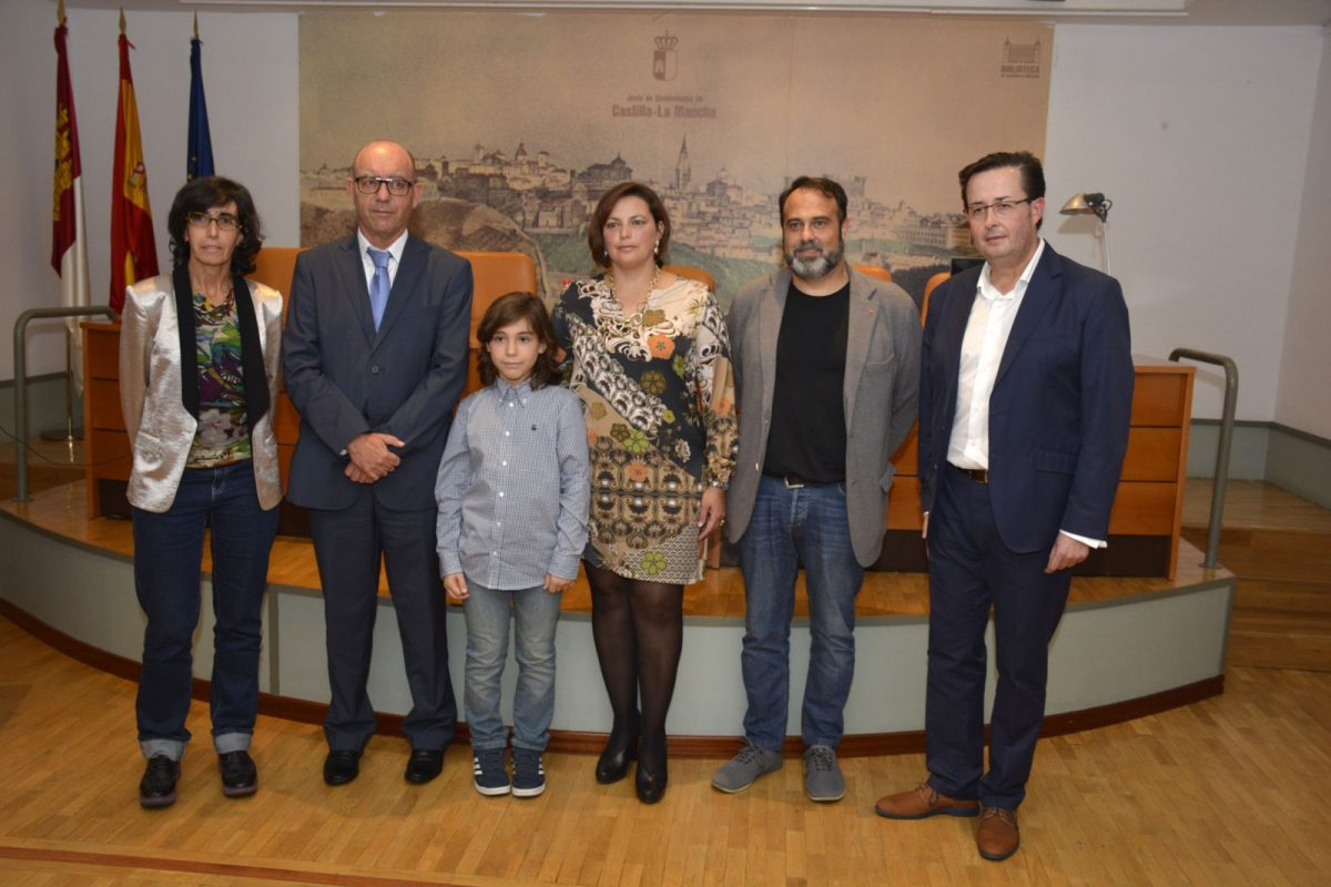 El Ayuntamiento recibe un premio por su compromiso institucional con los niños que padecen déficit de atención o hiperactividad