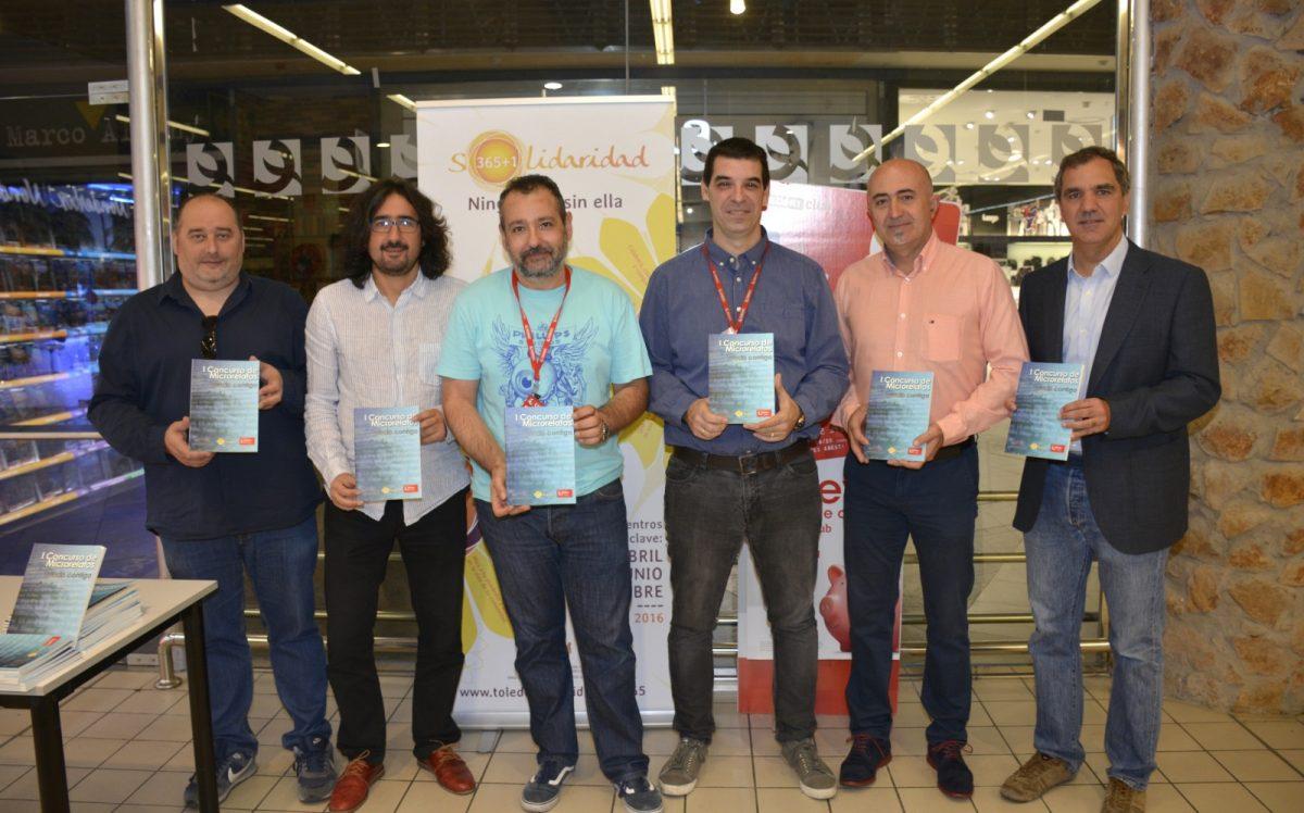 http://www.toledo.es/wp-content/uploads/2017/10/presentacion_libro-01-1200x748.jpg. Los beneficios de la venta del libro de microrrelatos del concurso 'Toledo Contigo' irán destinados a la Asociación de Diabéticos