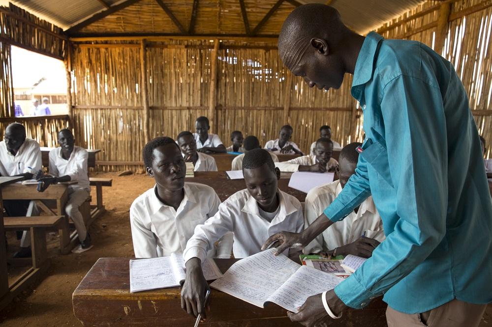 """http://www.toledo.es/wp-content/uploads/2017/10/tamam-jany-y-sus-companeros-de-clase_1.jpg. Conflicto en Sudán del Sur: """"La educación me dará una vida mejor"""""""