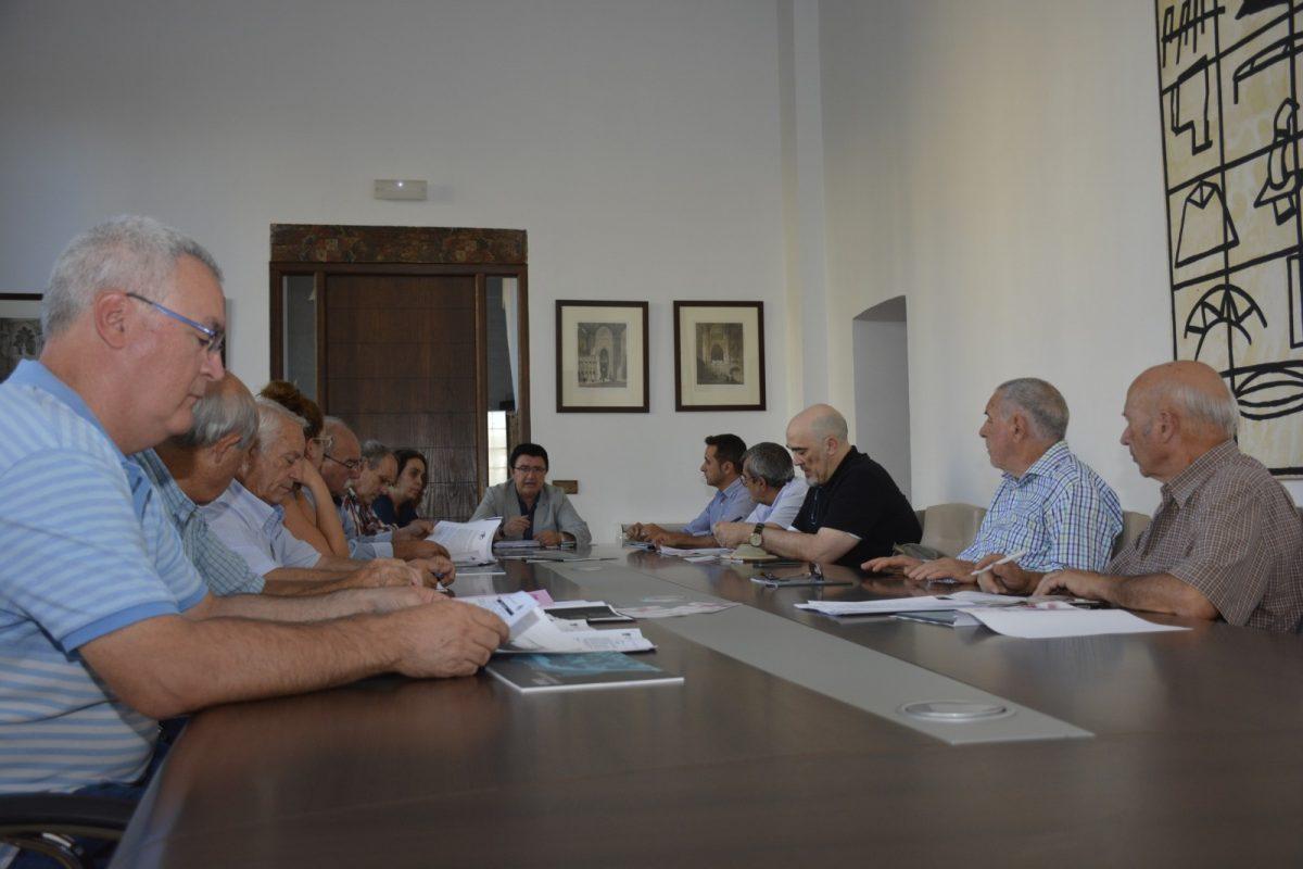 El equipo de Gobierno comparte con el movimiento vecinal los avances y políticas para el desarrollo económico de la ciudad