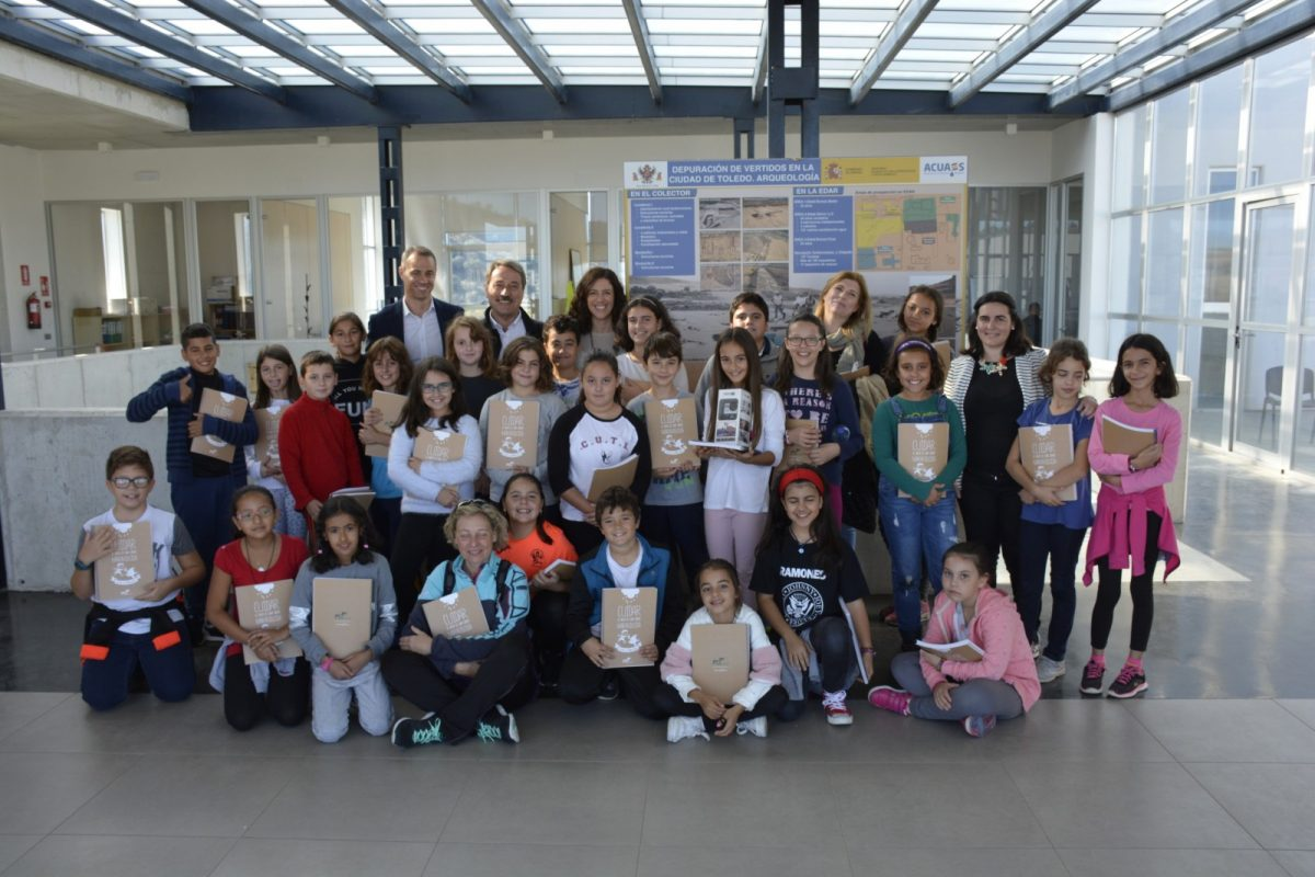 Escolares del 'Ángel del Alcázar' visitan la Depuradora de Estiviel como premio a una de las finalistas de 'Misión Depuración'
