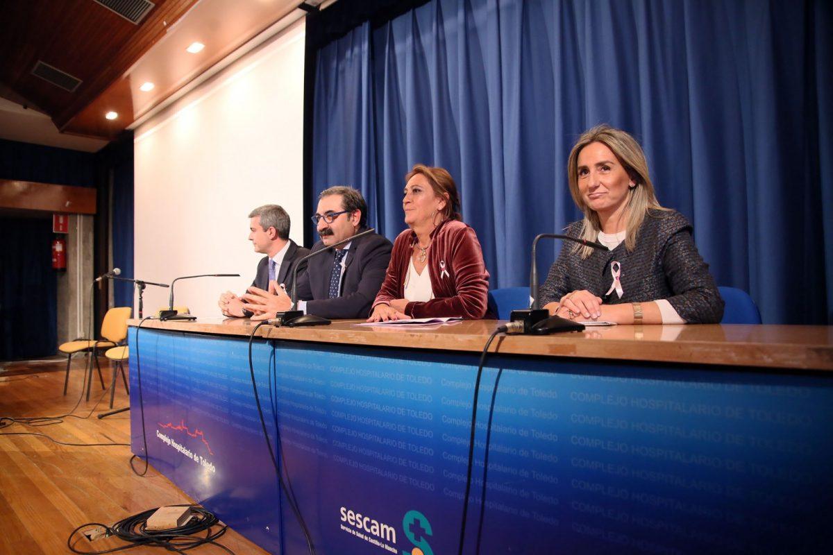 La alcaldesa reconoce el trabajo «esencial» de las asociaciones como Apacama para la prevención y atención del cáncer de mama